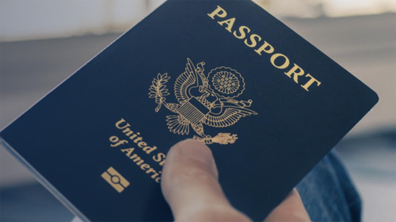 EU emite pasaporte con el 'género X' y abrirá esa opción a todos sus ciudadanos