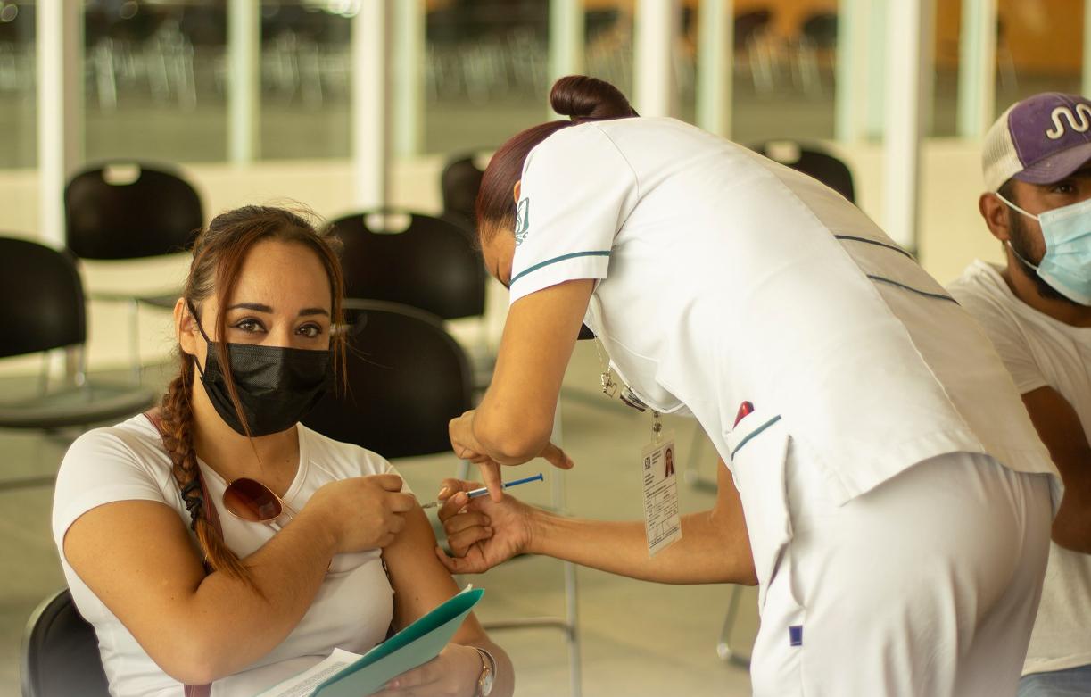 Torreón aplica la segunda dosis a los de 18 a 29 años: Calendario y sedes