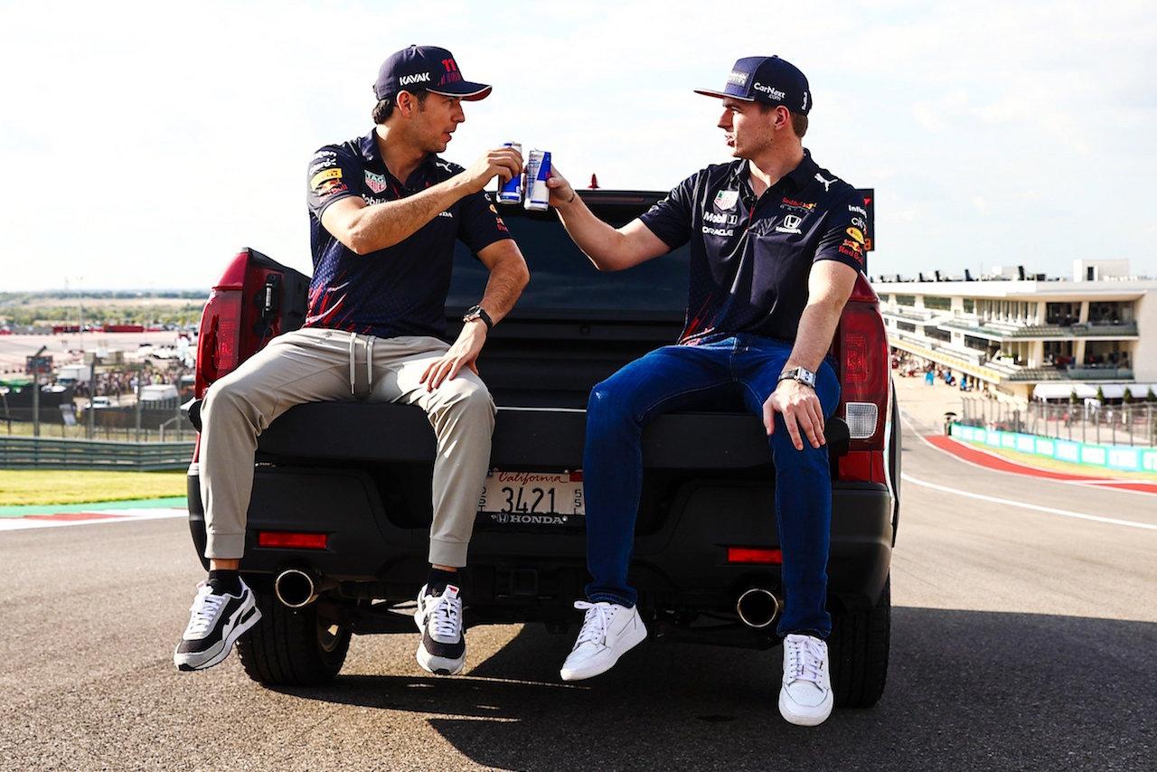 Verstappen se lleva la 'pole' del Gran Premio de EU y 'Checo' saldrá tercero